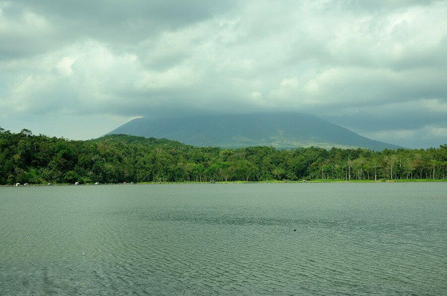 Гора и облака