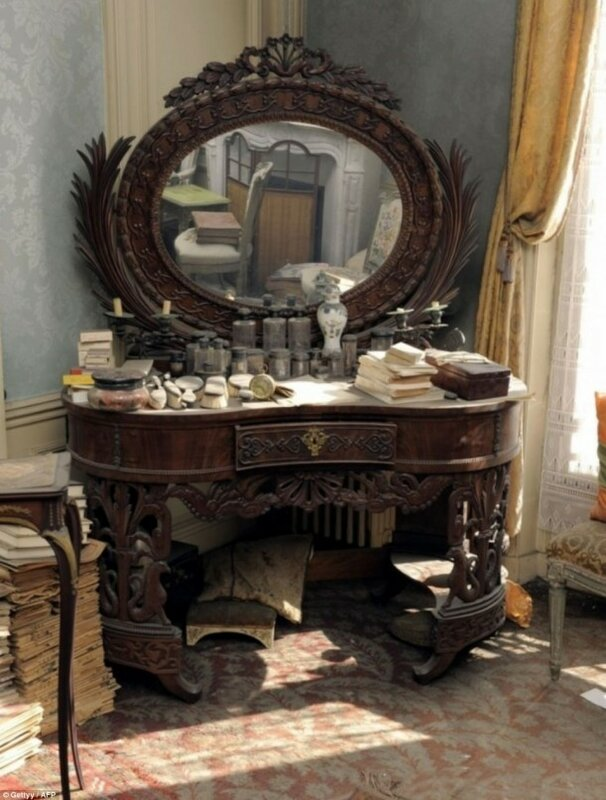 antique-dusty-dressing-table-e1389515910112.jpg