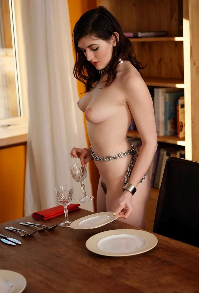 nude-waiter-at-the-table-amateur-sex-scandal