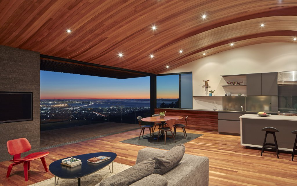 Beautiful House with a Perfect View on the Skyline (8 pics)