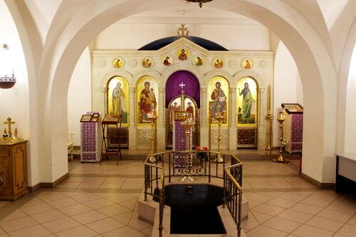 Церковь Иконы Божией Матери Знамение при 2-й Градской больнице. Интерьер нижнего храма.