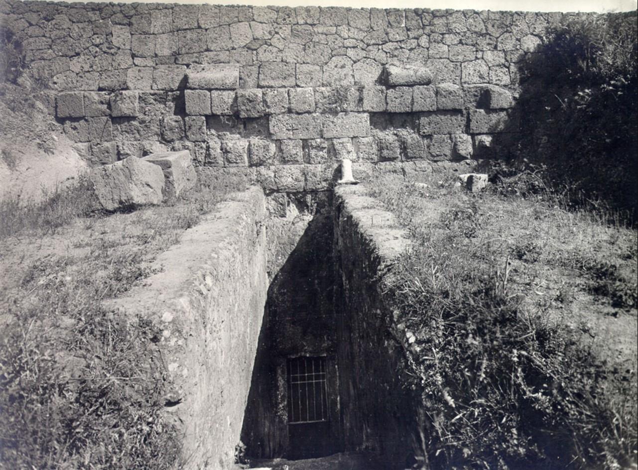 Гробница Алькова. Вход