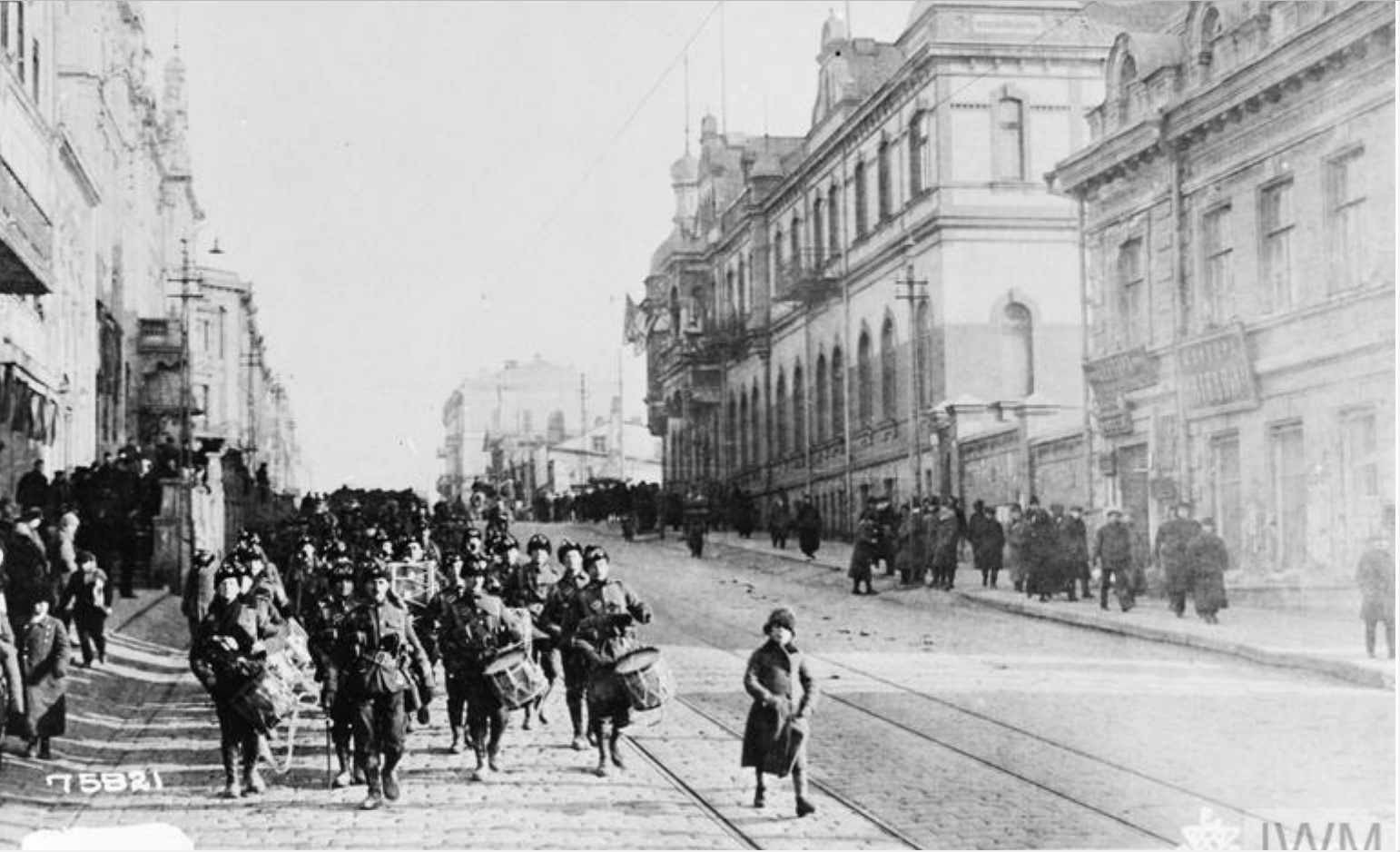 1918. 1/9-й батальон Гемпширского полка на улицах Владивостока по пути на станцию перед отъездом в Омск