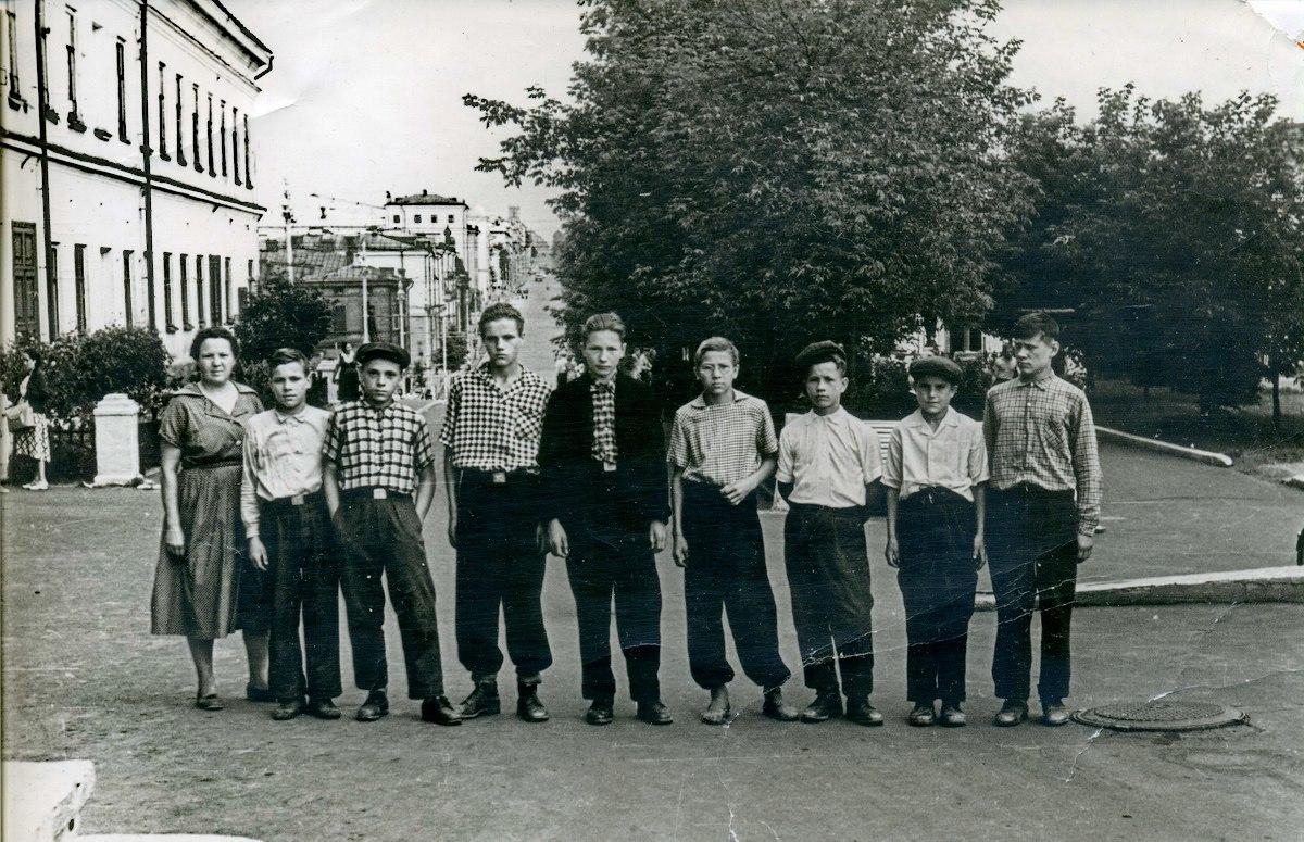 1961. Учащиеся Полозовской школы на экскурсии в Перми