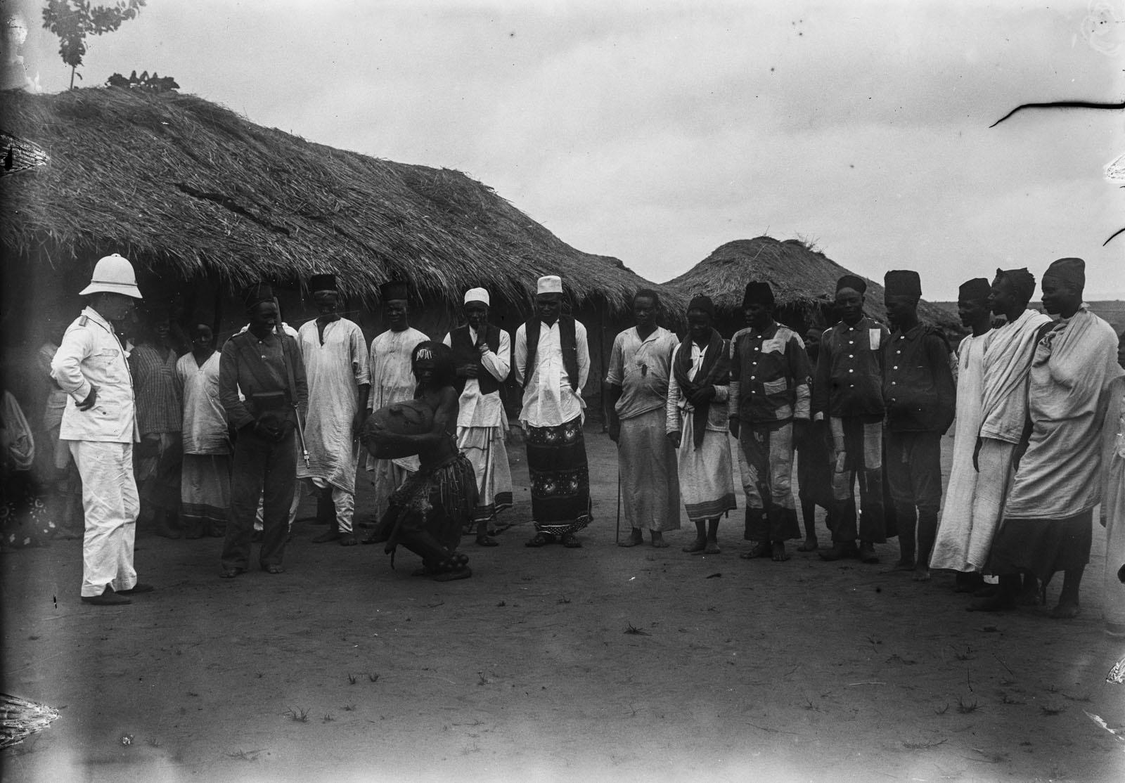 06. Портрет группы мужчин и танцора в Северном Киву