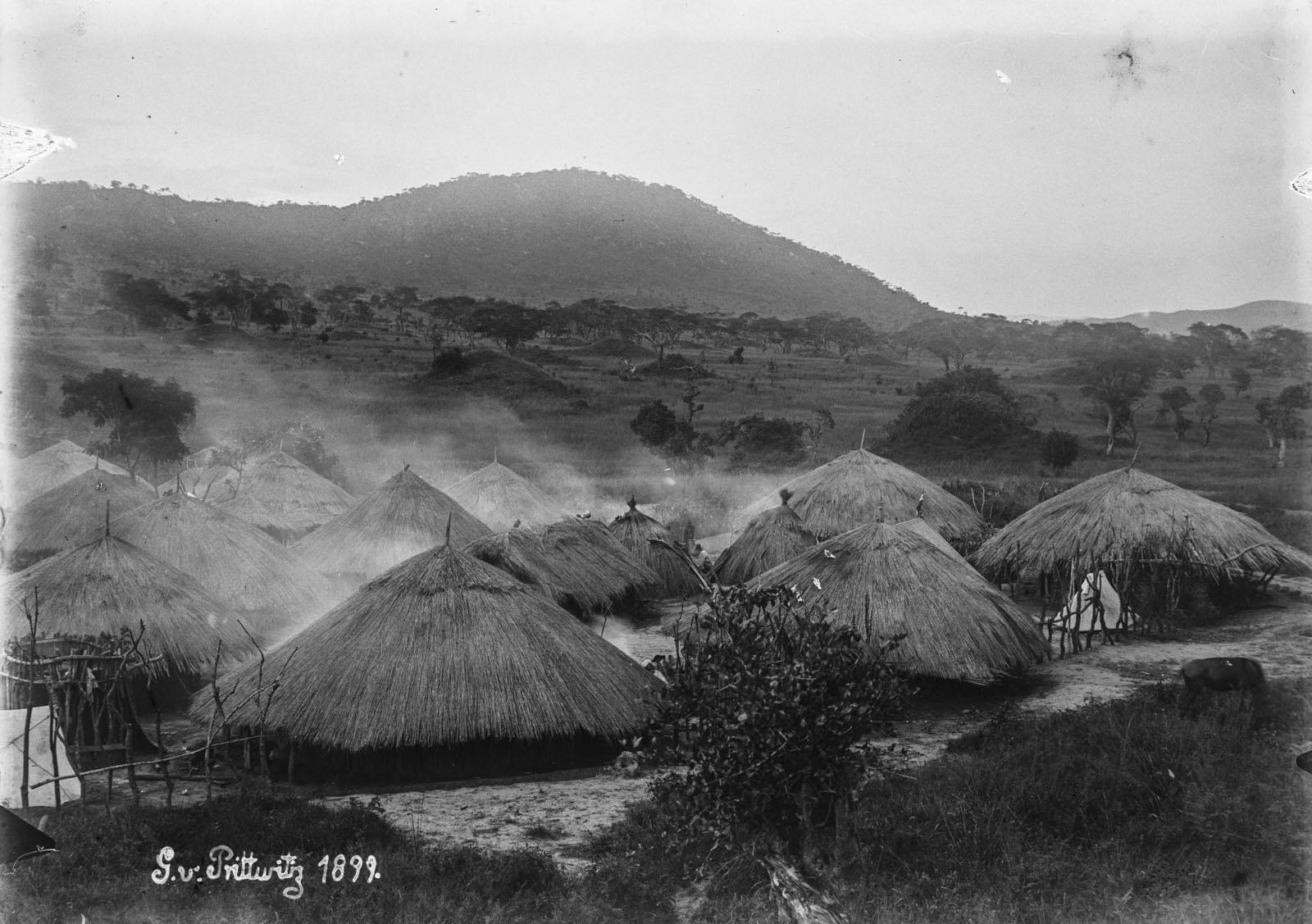 10. 1899. Вид на дома поселения Камассанга