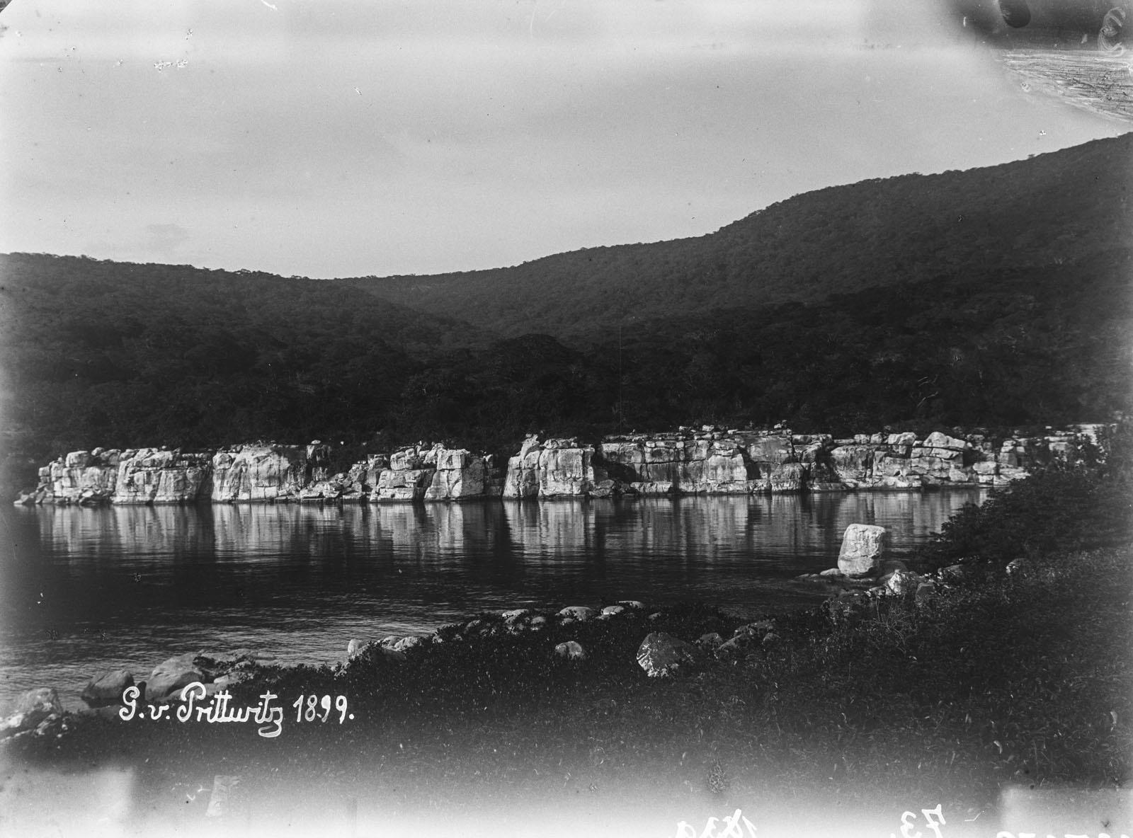 12. 1899. Вид вдоль берега озера Танганьика.jpg