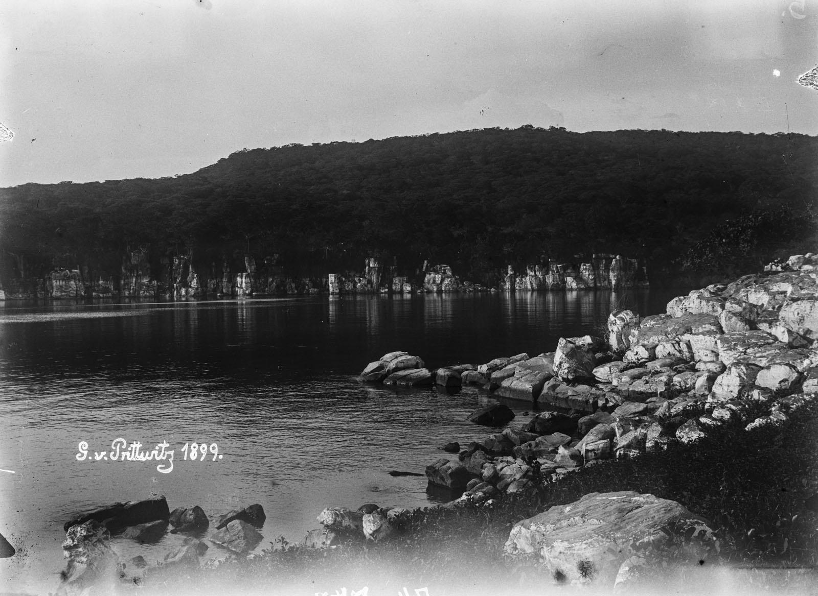 13. 1899. Вид вдоль берега озера Танганьика