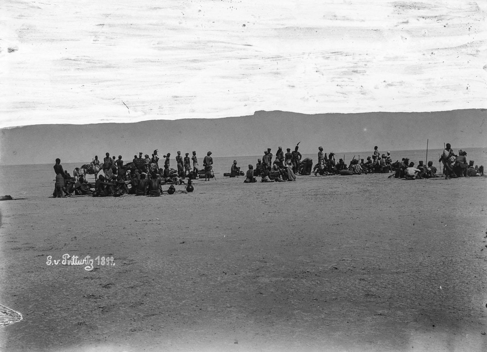 22. 1899. Мужчины в лагере
