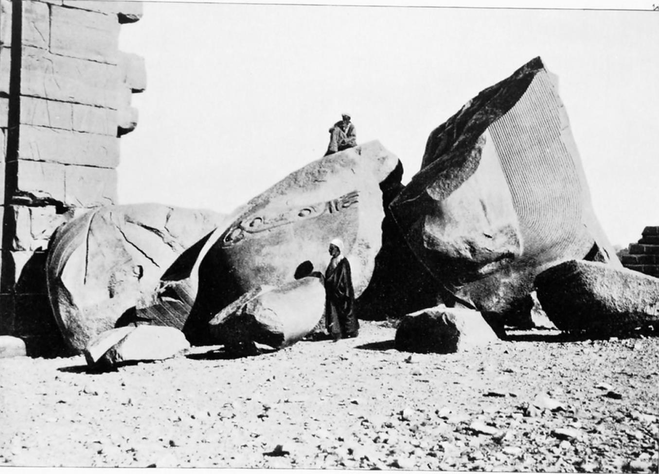 Фивы. Статуя Рамсеса II