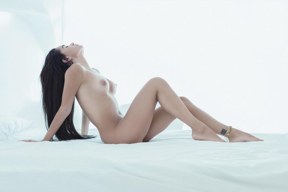 Екатерина Зуева в откровенной фотосессии