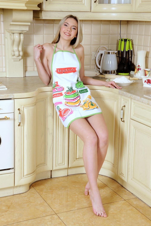 Eva Jude на кухне