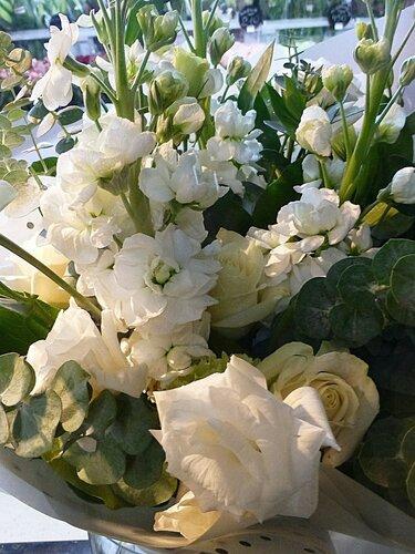Левкои с розами