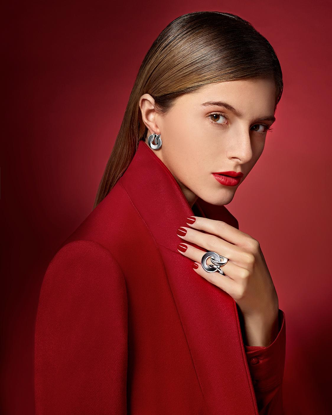 Рекламная кампания IRIS APFEL /  фото Manuel Outumuro модель Iris Apfel
