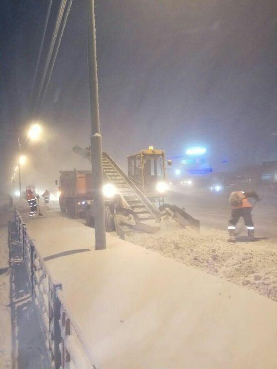 0 181314 f8a39f08 orig - Жесть - это работа дорожников в Якутске зимой