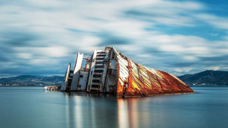 0 182c1f d16f8b93 orig - На мели: фото брошенных кораблей