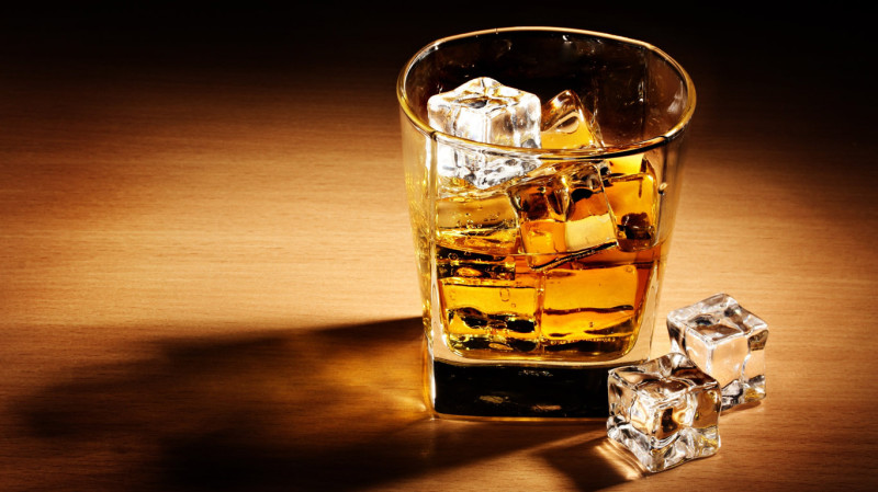 Со своим нельзя: алкогольный бренд ищет сотрудника, который будет выпивать по всему миру (4 фото)