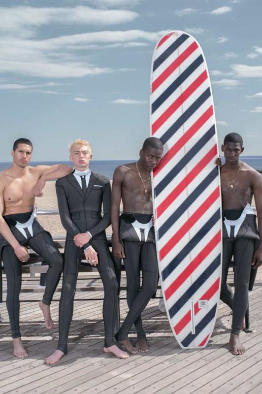 В коллекцию для серфингистов также вошли разноцветные доски, шорты, плавки, футболки и пляжные аксес