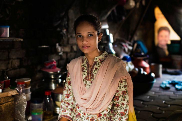 С самого детства эта девушка жила в небольшой палатке в Мумбае. Ее отец умер, когда она была совсем