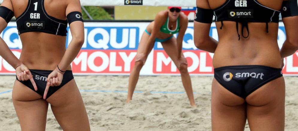 О чем говорят пальцы за спиной в пляжном волейболе (8 фото)