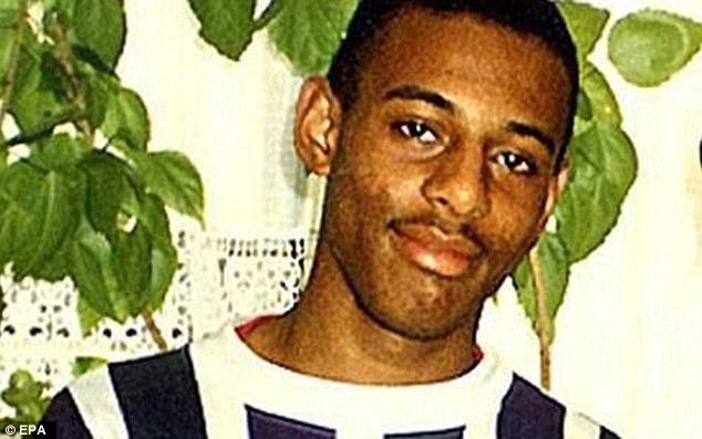 Лоуренс был убит пятью парнями на лондонской улице в 1993 году. Расистские офицеры, работавшие в Сто