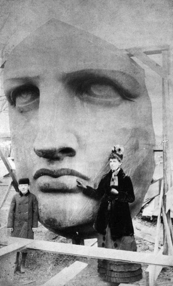 2. Распаковка головы статуи Свободы , 1885 год.