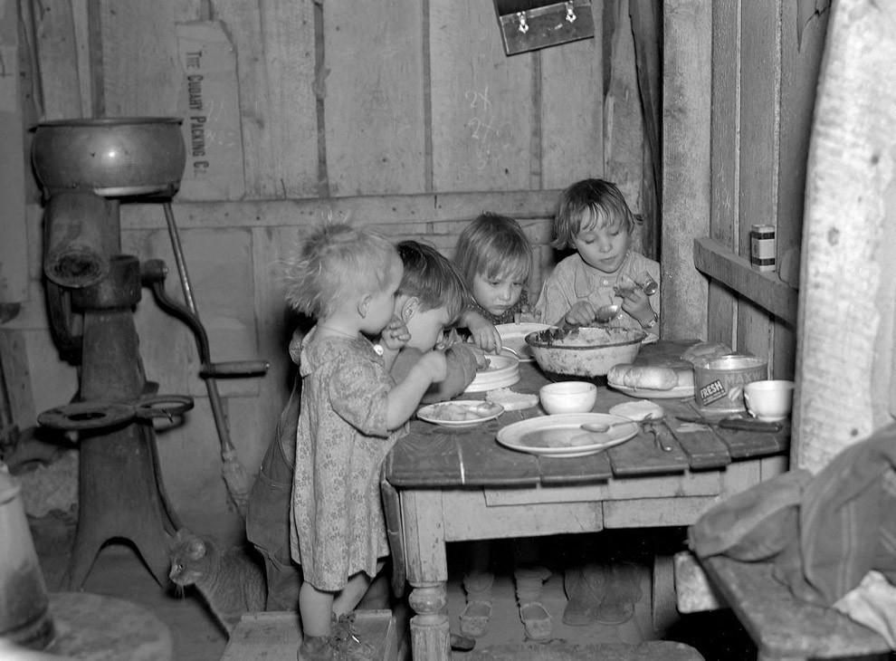 32. Рождественский ужин во время Великой депрессии: репа и капуста.