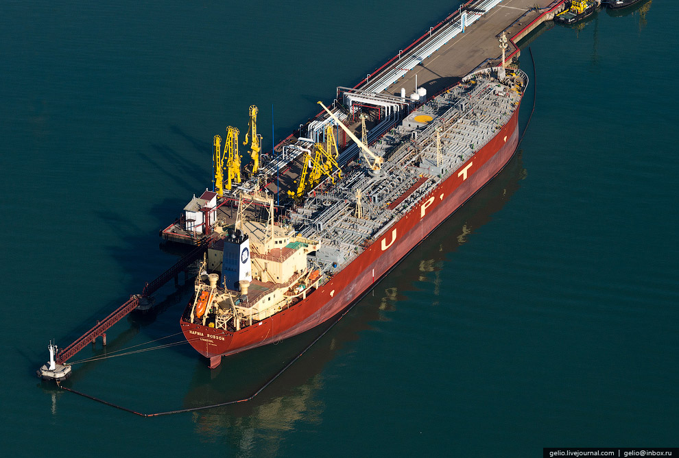 35. Всего в Новороссийском морском порту работает более 6 000 человек. По данным Международного морс