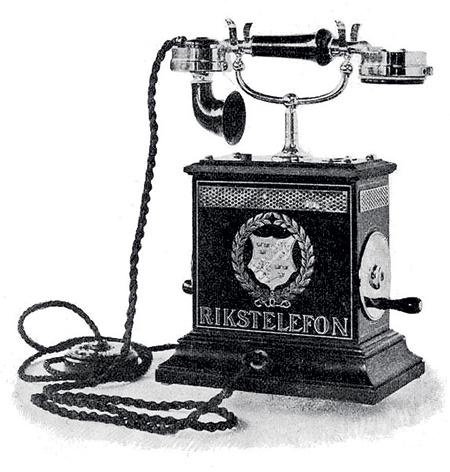 Телефон на колючей проволоке