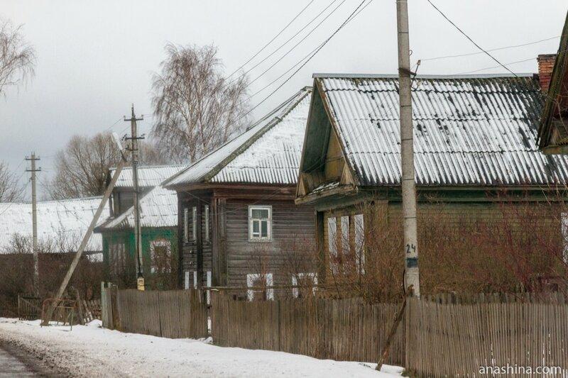 Дома вдоль дороги, Ярославская область