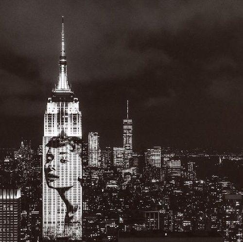 A Harper's Bazaar projetou fotos de suas capas no Empire State Building (11 pics)