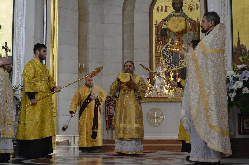 В неделю 19-ю по Пятидесятницы архиепископ Серафим совершил Божественную литургию