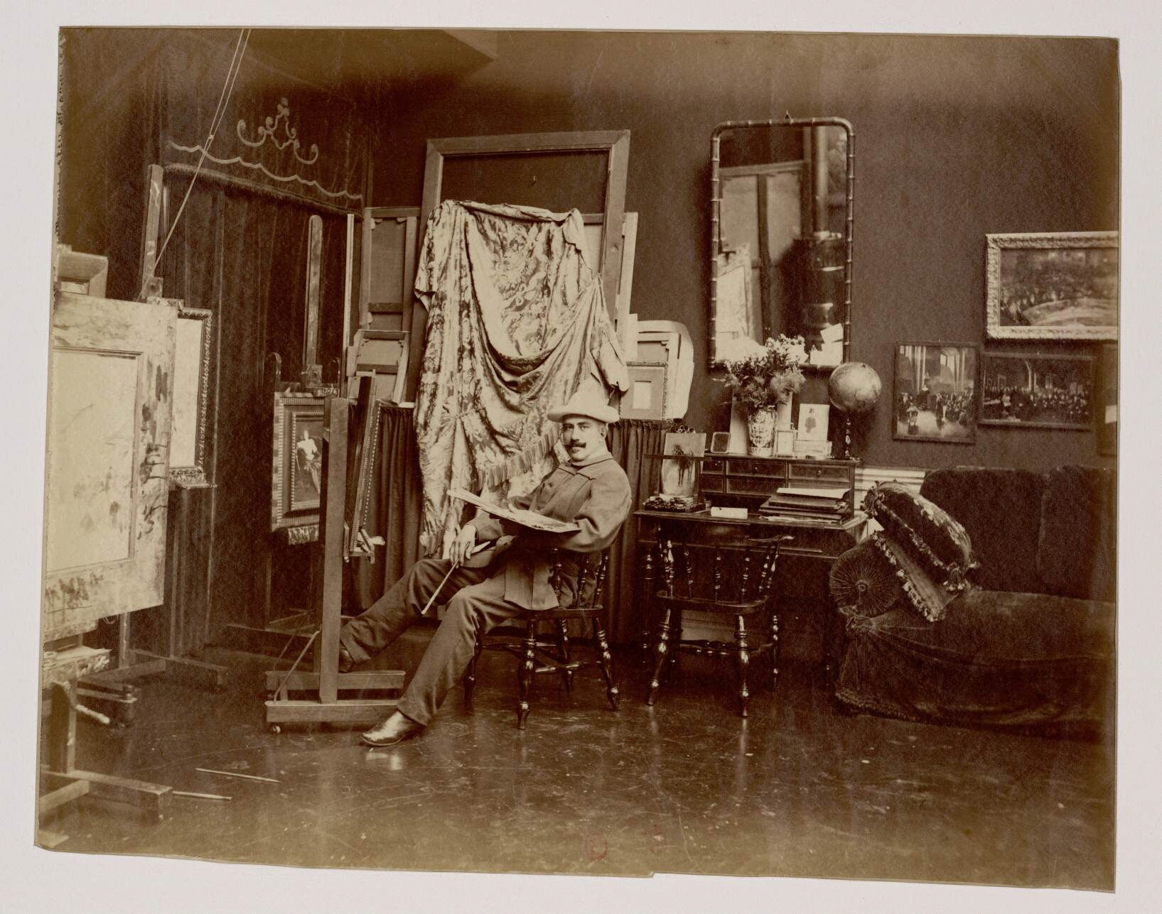 17. Жан Беро (1849-1935)  — французский салонный живописец, приобретший известность многочисленными жанровыми работами, изображавшими жизнь Парижа и парижского светского общества