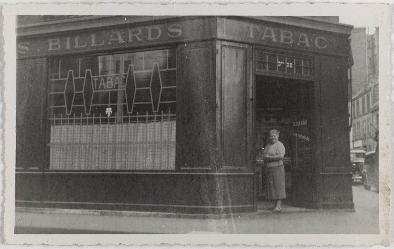 1925-1935. Кофе, вино, табак. 43, rue Vaneau (7-й округ). Сейчас магазин табака и курительных принадлежностей