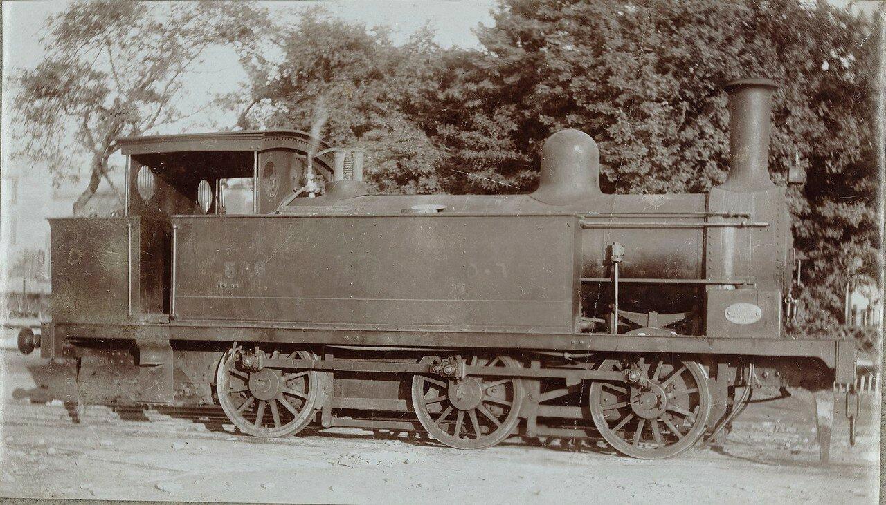 1910-1920. Локомотив с типичными британскими особенностями: внутренний цилиндр и внутреннее рулевое управление. С внешней стороны видны только соединительные штанги