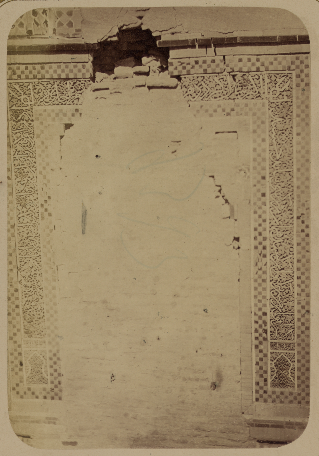 Мавзолей дочери эмира Ходжи Туглу-Текин. Надпись над бывшим входом