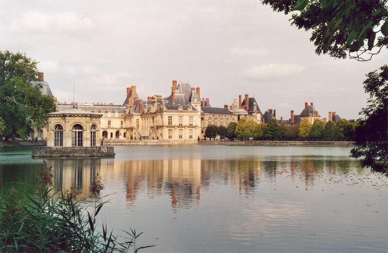 Fontainebleau_Chateau_01.jpg