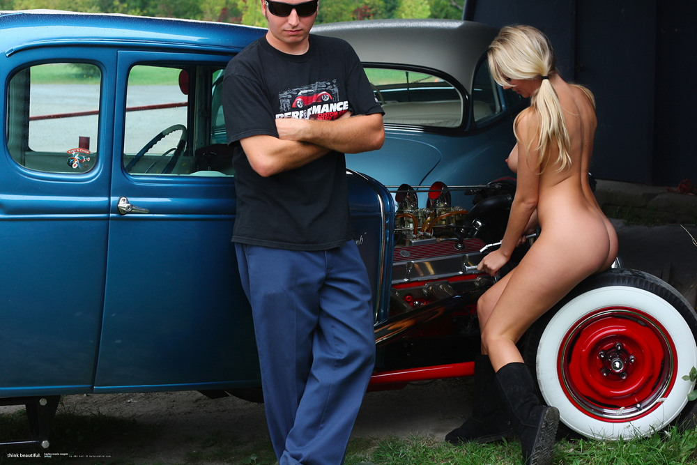 Hayley Marie ремонтирует авто