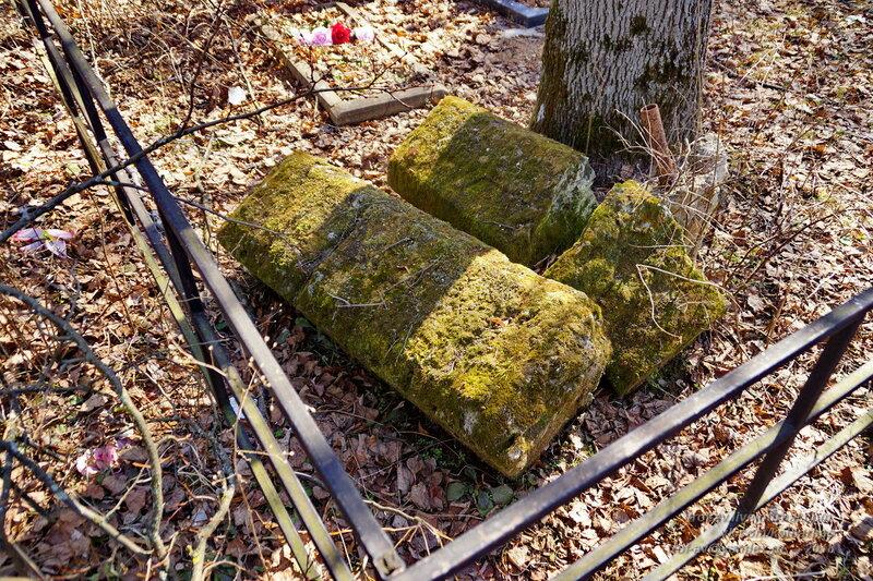 Старинные надгробия в Любаново, МО