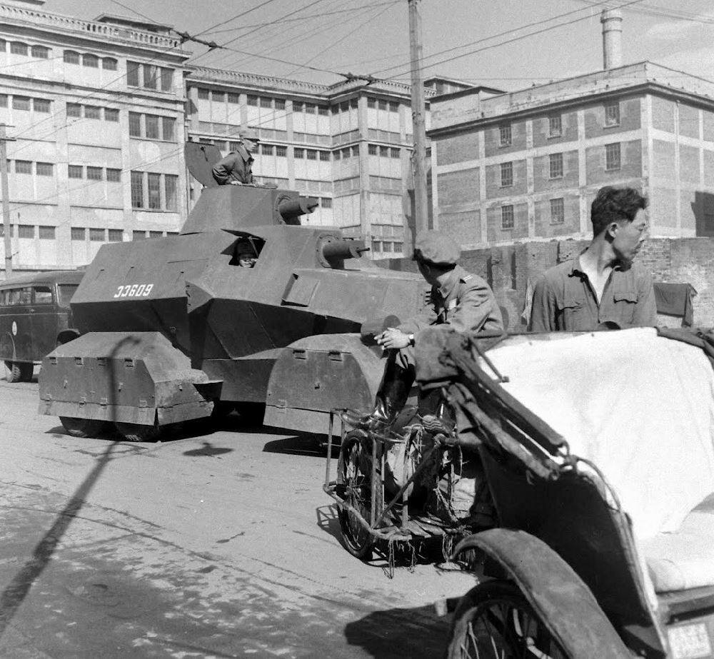 Shanghai - Avril 1949. Exode de civils et militaires nationalistes de Nankin vers Shanghai. Shanghai évacuation par le port