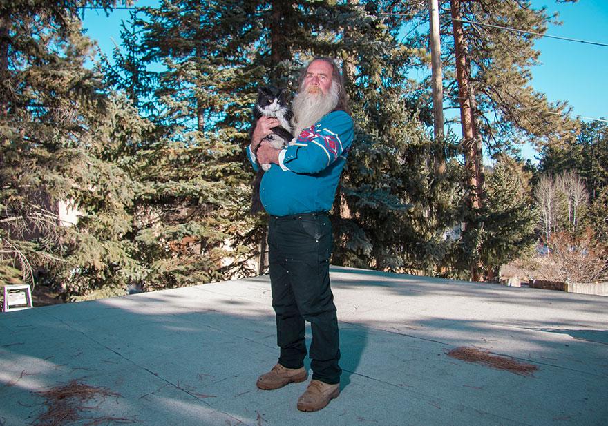 """0 1810d0 f4116266 orig - Фотоподборка на тему """"Одинокие мужчина со своими котами"""""""