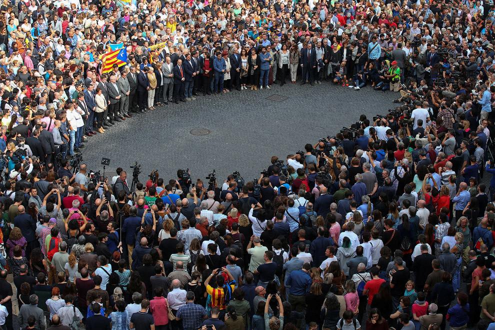 24. Марш сторонников независимости в центре Барселоны, 2 октября 2017. Очень много людей. (Фото Feli
