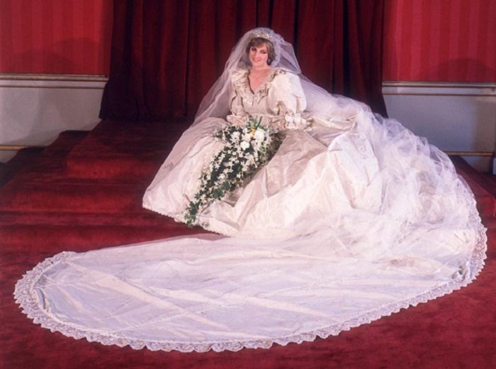 Великобритания Елизавета вторая Кейт Миддлтон королевская семья Меган Маркл принц Уильям
