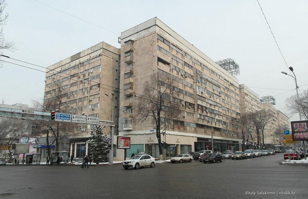 Перекрёсток Гоголя-Назарбаева.