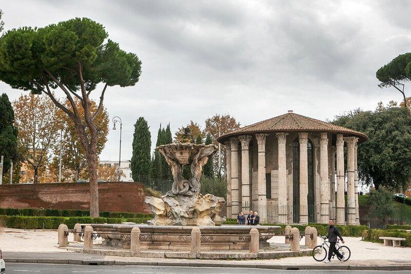 Circular temple of Hercules Victor formerly Temple of Vesta. Built in 120 BC. Piazza Bocca della Verita, area of Forum Boarium.
