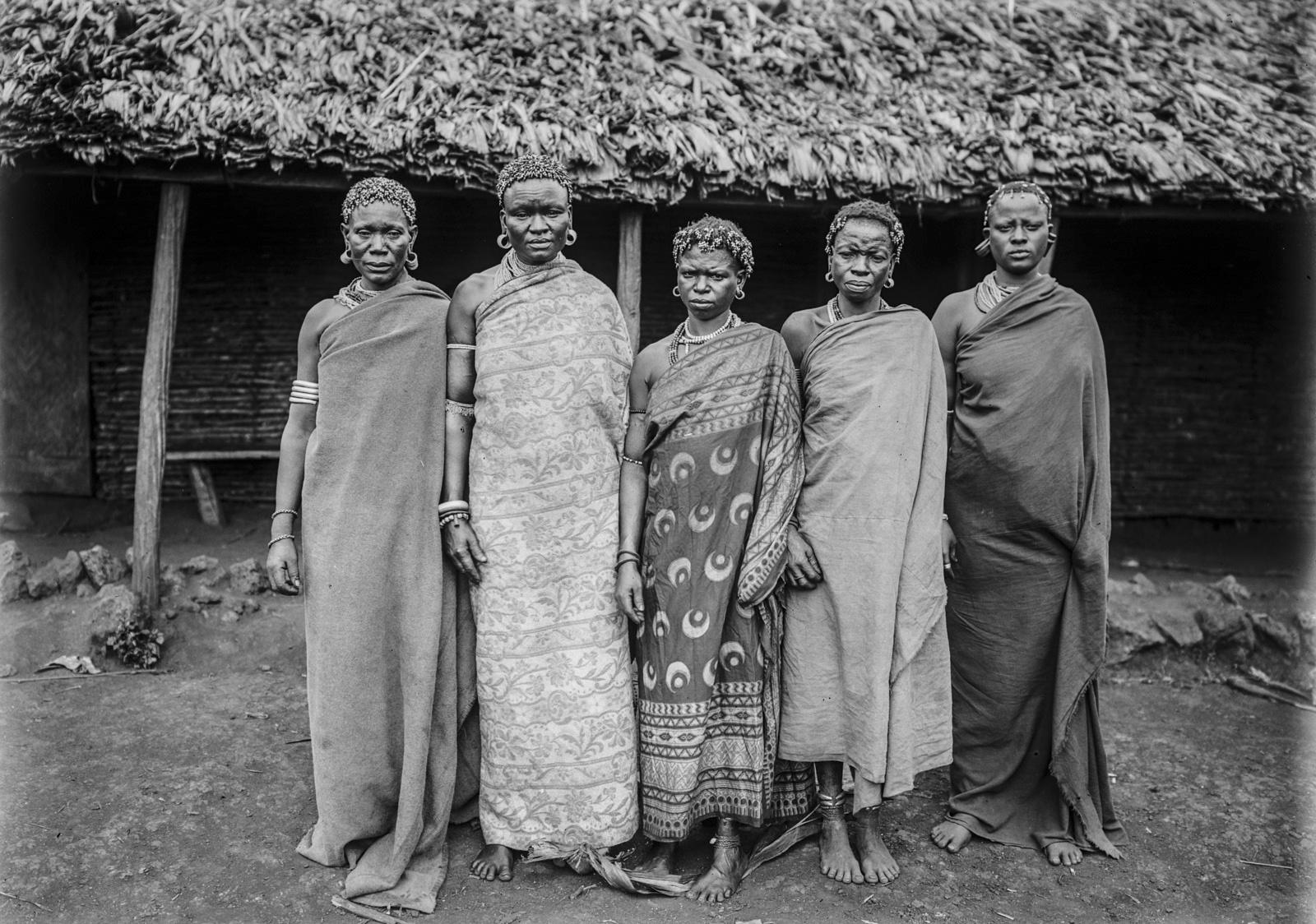 190. Портрет группы женщин чагга
