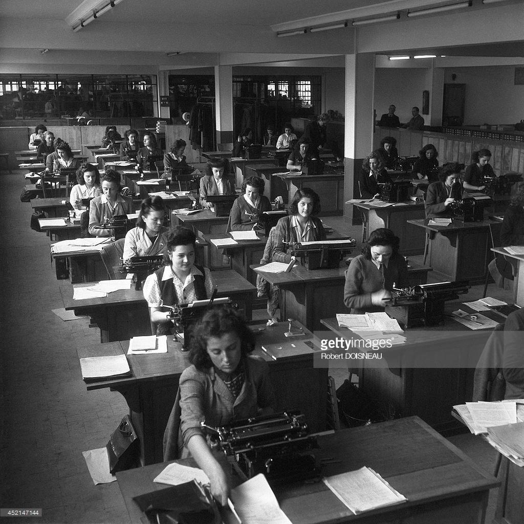 1945. Машинистки завода Рено