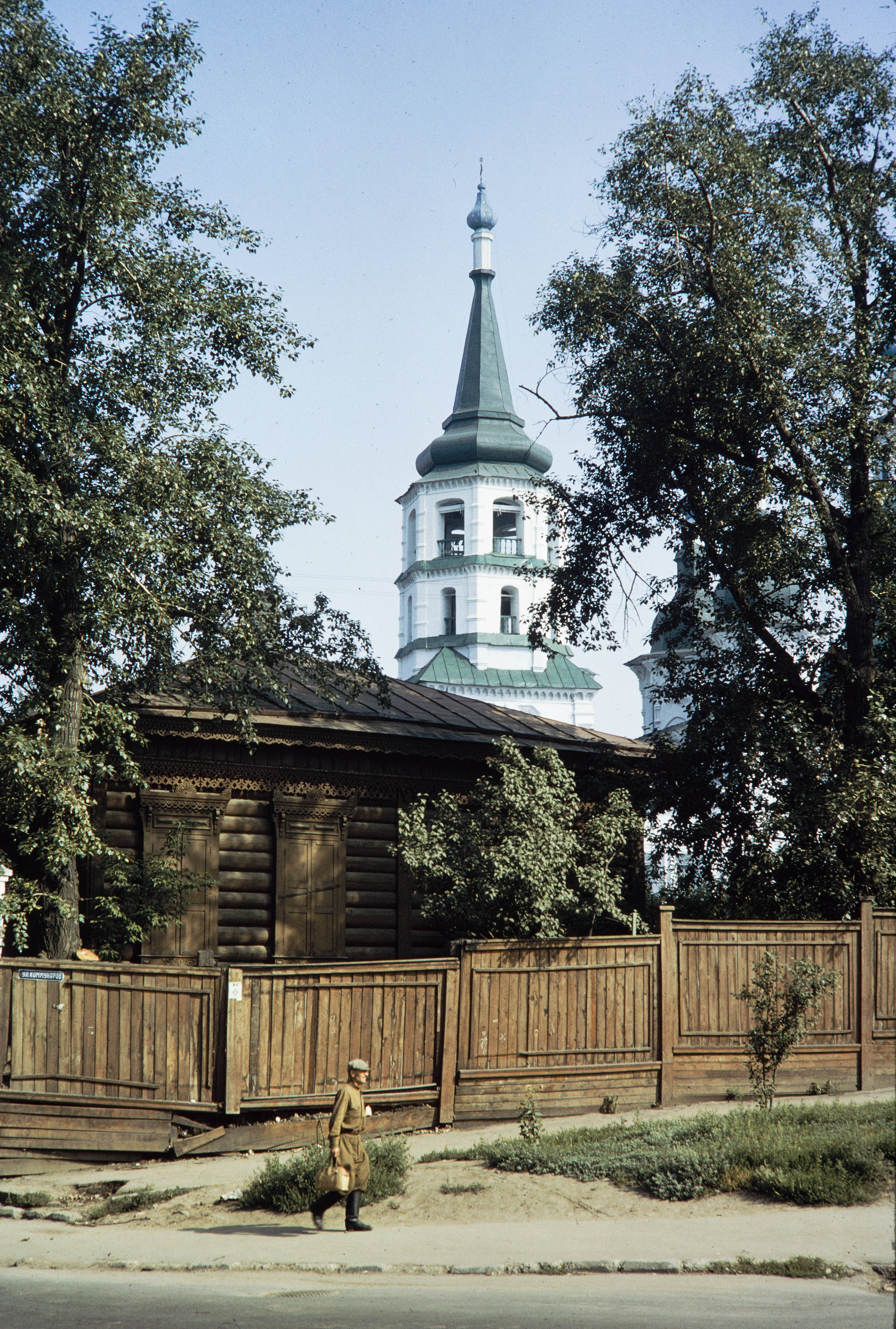 Угол улиц Седова и Коммунаров