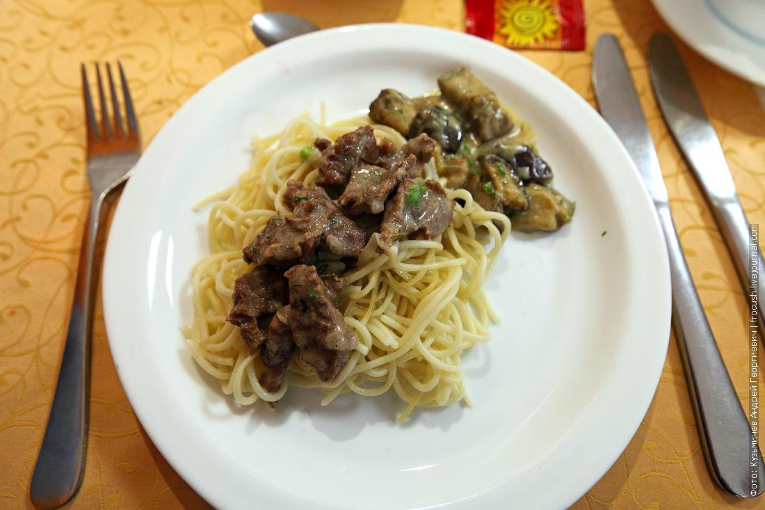 Бефстроганов чем кормят в ресторане во время круиза на теплоходе Русь Великая
