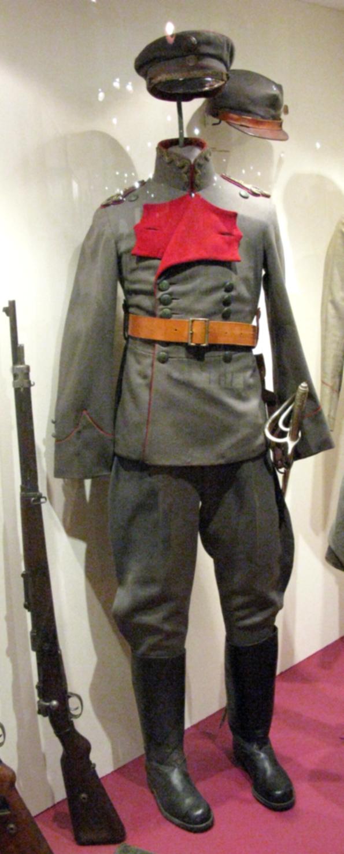 Uniform_of_lieutenant_of_Poniche_Wehrmacht.jpg